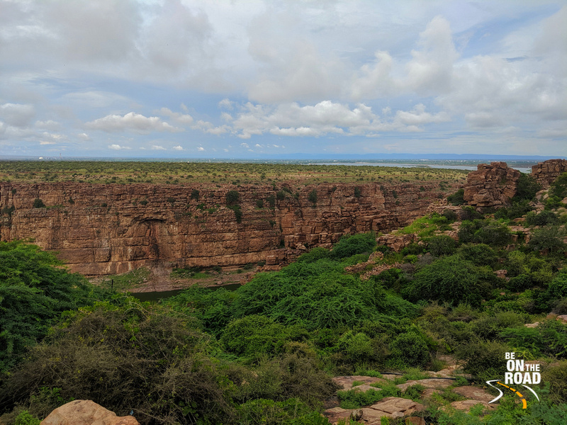 The steep walls of the Gandikota canyon with the reservoir in the background