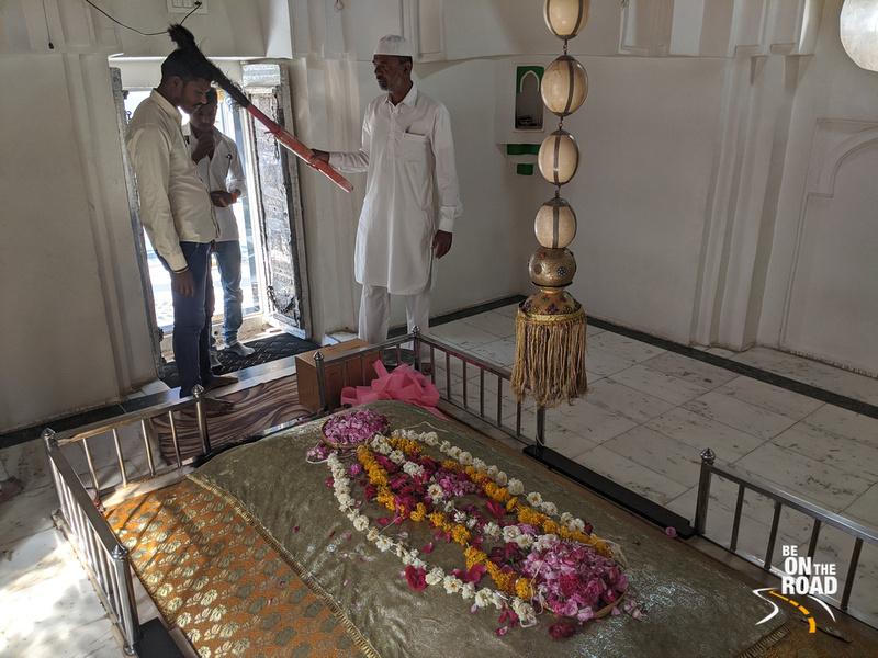 Offering prayers inside the dargah of Sheikh Zainuddin, Khuldabad