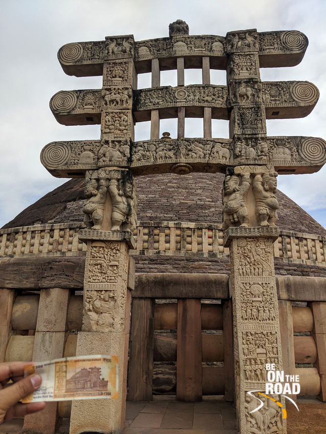 200 rupee Indian note and Sanchi Stupa