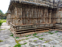 Stunningly carved Panchalingeshwara Temple