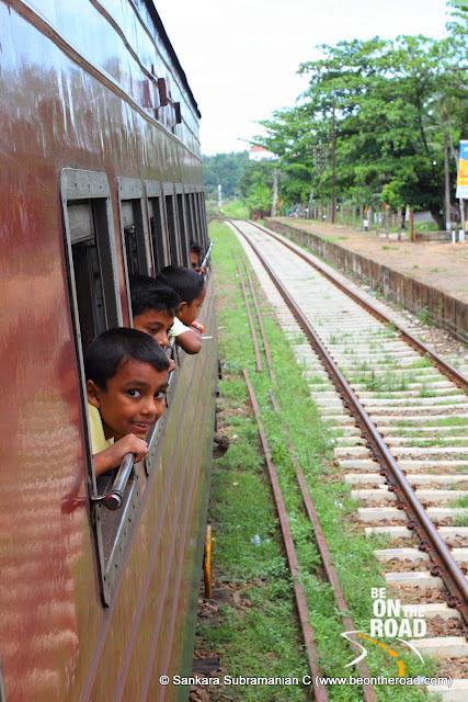 Local Kids enjoy the views during the train ride to Nanu Oya