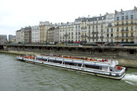 Exploring Paris from on the river Seine